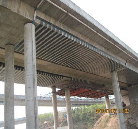 立交橋粘貼碳纖維布